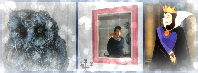 Lille speil på veggen der